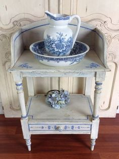 Antique French Blue and White Painted Toilette Wash Stand Antique French Furniture, Vintage Furniture, Painted Furniture, White Furniture, Blue And White China, Blue China, Antique Wash Stand, Delft, White Decor