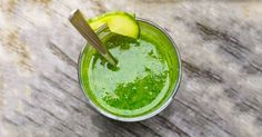 The Skin-Brightening Kale Smoothie Smoothie Legume, Smoothie Recipes, Smoothie Vert, Power Smoothie, Healthy Protein Snacks, Healthy Breakfasts, Eat Healthy, Juice Cleanses, Filling Snacks