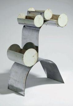 JEAN BURKHALTER (1895-1982)  JARDINIÈRE à monture en arceau et support en volute en lames dacier chromé à quatre réceptacles cylindriques en acier laqué blanc à partie supérieure ouverte. : Modèle exposé en 1931, lors de la 2nde exposition de lUAM, à Paris.