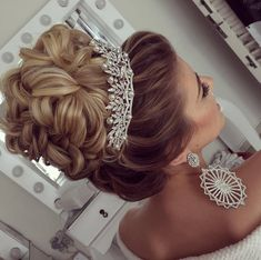 """Acquire excellent recommendations on """"wedding hairstyles medium length"""". They are actually offered for you on our internet site. Hairdo Wedding, Long Hair Wedding Styles, Bridal Hair Updo, Elegant Wedding Hair, Wedding Hairstyles For Long Hair, Wedding Hair And Makeup, Bride Hairstyles, Pretty Hairstyles, Hair Makeup"""