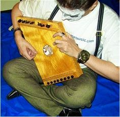 Pim Zond - Noise Guitar Music Magazine: Pim Zond with Psalterion (zither), DIY 8 string instrument loosely based on a an ancient Greek design.