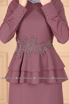 moda selvim Güpür ve İncili Kalem Elbise 5168AY342 Gül Kurusu Abaya Fashion, Blazer Fashion, Pakistani Dress Design, Pakistani Dresses, Dress Muslimah, Designer Dresses, Blouses, Projects, Model
