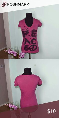 Magenta Peace Detail Top In excellent condition and very cute. Tops Tees - Short Sleeve