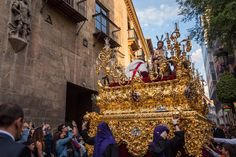 Already almost half-way through Semana Santa in Granada. Processions cofradías penitentes marching bands and lots of people gathered to celebrate the week before Easter. #Spain by canvasoflight
