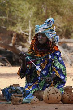 Souvenir seller, Western Ennedi. Borkou-Ennedi-Tibesti. Chad |  © Jacques Taberlet.