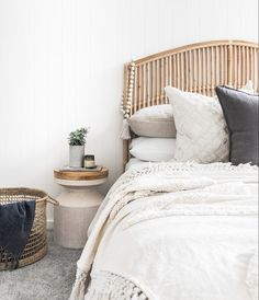 The Resurgence of Cane Furniture - Adding Cane Furniture to Your Home Luxury Homes Interior, Interior Exterior, Home Interior, Interior Plants, Interior Ideas, Cheap Rustic Decor, Cheap Home Decor, Home Bedroom, Bedroom Decor