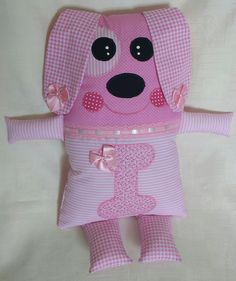 Naninha cachorrinha Operation Christmas Child, Sewing Dolls, Animal Pillows, Applique Designs, Baby Items, Kids Toys, Sewing Crafts, Doll Clothes, Crafts For Kids