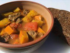 HOVËDZIE KOCKY S TEKVICOU Pot Roast, Thai Red Curry, Ethnic Recipes, Carne Asada, Roast Beef