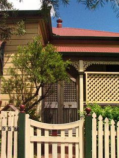 A traditional heritage colour scheme. These heritage colours should note be used in Cairns. Pale and pastel colours were the norm in Tropical North Queensland, and these darker colour schemes look out of place. Pastel Colours, Dark Colors, Queenslander House, Australian Houses, Stained Glass Door, Hot And Humid, Daily Photo, Garden Gates, Colour Schemes