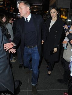 620c58a3e949 Date night with Mr Bond! Daniel Craig and Rachel Weisz enjoy rare night out  together at the theatre