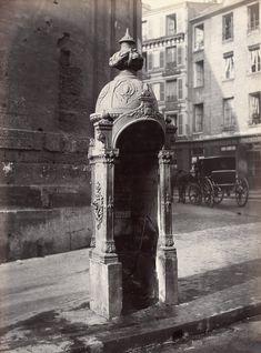 Urinoir, fonte et maçonnerie, à une stalle, rue du Faubourg Saint-Martin. Paris (Xème arr.), vers 1870. Photographie de Charles Marville (1813-1879). Paris, musée Carnavalet. © Charles Marville /...
