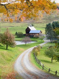 Fall Picture - Sleeping Hollow Farm - Woodstock Vermont I drove through Woodstock this past summer, and it is so quaint.  This fall pic makes me want to go  back now!  #MyVSFallEdit