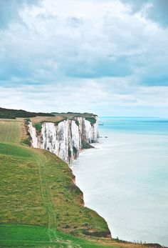 Looks like a bank of Misty Albion(i.e. England)! But no, it is a french coast of La Manche in Picardie, France