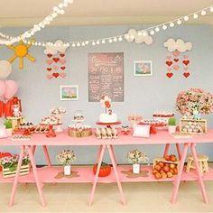 Festa Peppa Pig muito fofa por @dani_brinquefest. Adorei a mesa rosa!  #kikidsparty