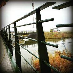 Behalve paalkoppen en remmingwerk maken we ook andere soorten staalconstructies. Zoals bijvoorbeeld bruggen!  Nooit saai werk, altijd stoer staalwerk.  #wemakesteelwork
