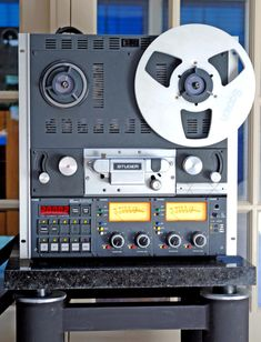 Studer A810 - www.remix-numerisation.fr An excellent tape recorder, with superb sound quality, and it's also very user friendly for quick editings.