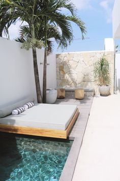 Poolside naps at 😴 ⠀⠀⠀⠀⠀⠀⠀⠀ Outdoor Pool, Outdoor Spaces, Outdoor Living, Backyard Pool Designs, Swimming Pools Backyard, Small Backyard Pools, Exterior Design, Interior And Exterior, Design Case