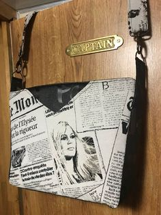 Sac Mambo imprimé journal Brigitte Bardot cousu par Nelly - patron Sacôtin