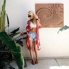 #OOTD HOT for #SUMMER @raepardinimatson  Top - @ShowMeYourMumu kimono - @Forever21 Shorts - @Levis Shoes - @ToryBurch  Purse - @UrbanOutfitters Sunglasses - @ysl  www.boxygirl.com