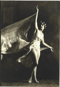 """""""Anna Duncan dancing Photograph by Nickolas Muray. One of the adopted daughters of Isadora Duncan known as the Isadorables, Anna Duncan was born in Switzerland in She studied with Isadora in Berlin and then performed with. Isadora Duncan, Nickolas Muray, Summer Gowns, Vintage Ballet, Vintage Dance, Foto Art, Modern Dance, Manado, Poses"""