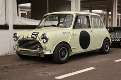 Morris Mini Cooper S Now then! Old Mini Cooper, Mini Cooper Classic, Cooper Car, Classic Mini, Classic Cars, Mini Cafe, Mini Morris, Goodwood Revival, Mini S