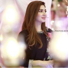 Pakistani Girl, Pakistani Wedding Dresses, Pakistani Dress Design, Pakistani Outfits, Indian Outfits, Indian Celebrities, Bollywood Celebrities, Beautiful Celebrities, Pakistani Actress Mahira Khan