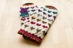 Ravelry: Hearts Mittens pattern by Slavica Walzl