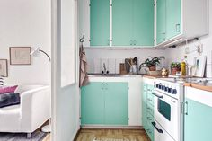 cocina - Un mini estudio con una cocina en color mint