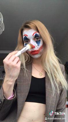 #halloween #halloweenmakeup #jokermakeup #makeupjoker #jokermovie Up Costumes, Halloween Costumes For Girls, Halloween Make Up, Halloween Face Makeup, Girl Joker Makeup, Joker Costume, Girl Gifs, Up Girl, Sketchbooks