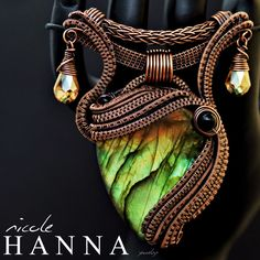 Nicole Hanna there's wire wrapping then there's this! Clean Gold Jewelry, Black Gold Jewelry, Copper Jewelry, Wire Jewelry, Jewelry Art, Jewellery, Punk Jewelry, Copper Wire, Wire Pendant