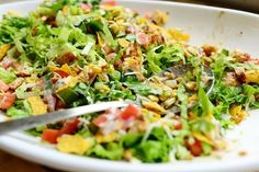 I love taco salads of any kind. I make one similar to this one, but I do drippy, rich taco meat and add a bunch of beans. I went the chicken route yesterday because I had some boneless, skinless br… Pioneer Woman Chicken, Mexican Food Recipes, Dinner Recipes, Cooking Recipes, Healthy Recipes, Cooking Tips, Cooking Photos, Cooking Food, Taco Salads