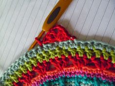 Susan Pinner: How to Add Granny Square Corners to a large circular motif...a mandala may be
