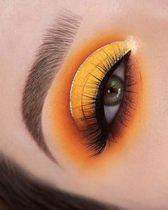 16 Sexy Colorful Eye Makeup Ideas To Make You Awesome! - Colorful eye makeup ideas, eyeshadow makeup ideas, sexy matte eye makeup looks ideas, creative eye makeup ideas for woman Makeup Eye Looks, Eye Makeup Art, Glossy Makeup, Dramatic Makeup, Dark Makeup, Eyeshadow Makeup, Eye Art, Natural Eyeshadow, Eyeshadow Palette