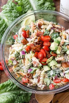 BLT Pasta Salad turns a classically perfect flavor combo into a fun summer dish that everyone will rave about! Crispy bacon, lettuce, tomato, and rotini pasta are tossed in a creamy homemade dressing to create a flavor combo that you will not be able to g Cucumber Pasta Salad, Blt Pasta Salads, Blt Salad, Easy Pasta Salad Recipe, Greek Salad Pasta, Summer Pasta Salad, Pasta Salad Italian, Soup And Salad, Pasta Recipes