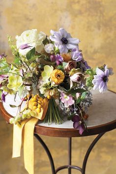 lavender and purple wedding flowers ideas for chic rustic wedding