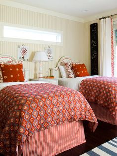 Twin beds supply symmetry and grace when dressed up in elegant patterns and rich colors: http://www.bhg.com/decorating/decorating-photos/bedroom/top-notch-twins/?socsrc=bhgpin022115topnotchtwins&bedroom