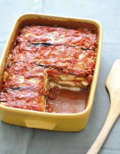 Parmigiana for 6 people - Elle à Table Recipes - Parmigiana recipe: Cut the mozzarella into cm thick slices and then drain it on absorbent paper - Veggie Recipes, Vegetarian Recipes, Cooking Recipes, Healthy Recipes, Easy Recipes, Good Food, Yummy Food, Comfort Food, Meals For One