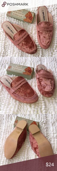 "Hot Kiss Slides 💖Pretty ""Pinky Peach"" HOT Kiss Velvet Slides are Trending NOW💖 Great with Shorts/Skinnies or a flirty Skirt💖Price is Firm unless Bundled‼️ Hot Kiss Shoes Flats & Loafers"
