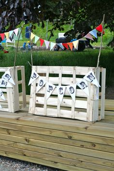 Rebeccas DIY: DIY Popcornstånd * Popcorn stand, many possibilities for this idea! Country Fair Party, Halloween Crafts, Halloween Party, Fall Festival Decorations, Popcorn Stand, Carnival Themes, Pallet Creations, Circus Party, Grad Parties
