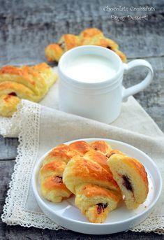 Croissante cu ciocolata Sweets, Chocolate Croissants, Fruit, Desserts, Breakfast, Ethnic Recipes, Food, Tailgate Desserts, Morning Coffee