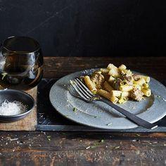 Lekker recept gevonden: Penne met worst en pesto-roomsaus Penne, Risotto, Waffles, French Toast, Lunch, Breakfast, Food, Diners, Mushroom