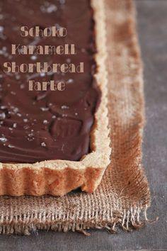 Eine verdammt leckere Schoko-Karamell-Shortbread-Tarte. Oder: ein ziemlich überdimensioniertes Twix.   Seelenschmeichelei