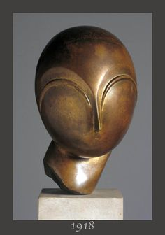 """The """"DANAIDE"""" (1918) created by CONSTANTIN BRANCUSI (1876-1957) - Romain sculptor of the movement """"ECOLE DE PARIS"""" (all artists between 1905 and 1939) ... Brancusi works with his friends, young painters and sculptors: Modigliani, Soutine, Foujita, Kahlo, Chagall, Rivera, Indenbaum, Bourdelle, Orloff, Valadon, Kikoine, Bugatti, Laurencin, Matisse, Miro, Picasso, Leger, Archipenko, Bonnard, Miestchaninoff … Bronze """"Danaide"""": Collection Sir Charles Clore - 11 x 6.7 x 8.3 in. (28 x 17 x 21 cm)"""
