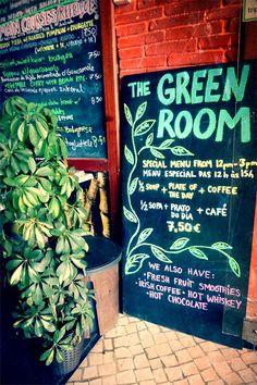 """Vegan – Vegetarisch – Biologisch – Lecker! Und günstig ist es auch noch, das Essen im Restaurant The Green Room in Lissabon. Was will man mehr? Fleischgerichte? Sogar die gibt es hier, damit auch """"..."""