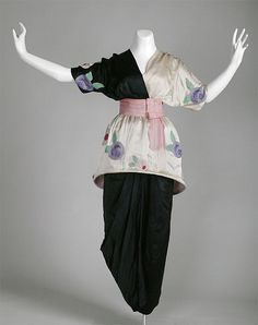 Gown, 1913    Paul Poiret  this one is in Chicago (there's another at the VandA)