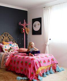 Boho kids bedroom | girls bedroom ideas using vintage finds. More on the blog www.fourcheekymonkeys.com