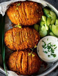 Tandoori Hasselback Potatoes Tandoori Marinade, Tandoori Paste, Vegan Indian Recipes, Ethnic Recipes, Fried Halloumi, Extra Recipe, Vegan Mozzarella, Hasselback Potatoes, Kitchens