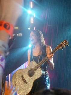 I want a guitar just like hers.  I LOVE SPARKLES!!!!!!!!!!!!
