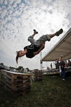 Girls do Freerunning too! MUST do!