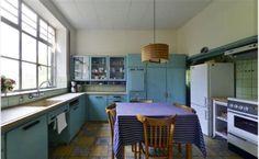 Piet Zwart keuken, nog volop in gebruik. Compleet met ijskast uit 50er jaren